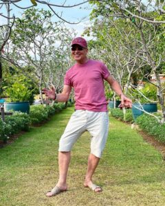 Омолодившийся до неузнаваемости 61-летний Александр Малинин